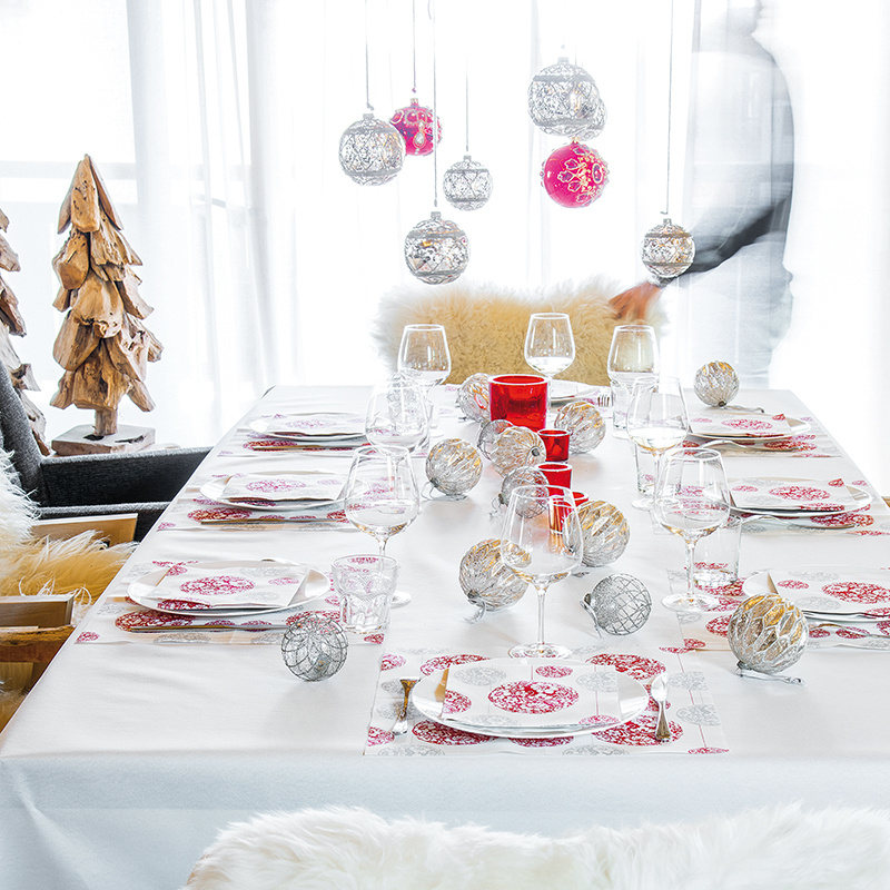boule_rouge_table-ambiance_462050345